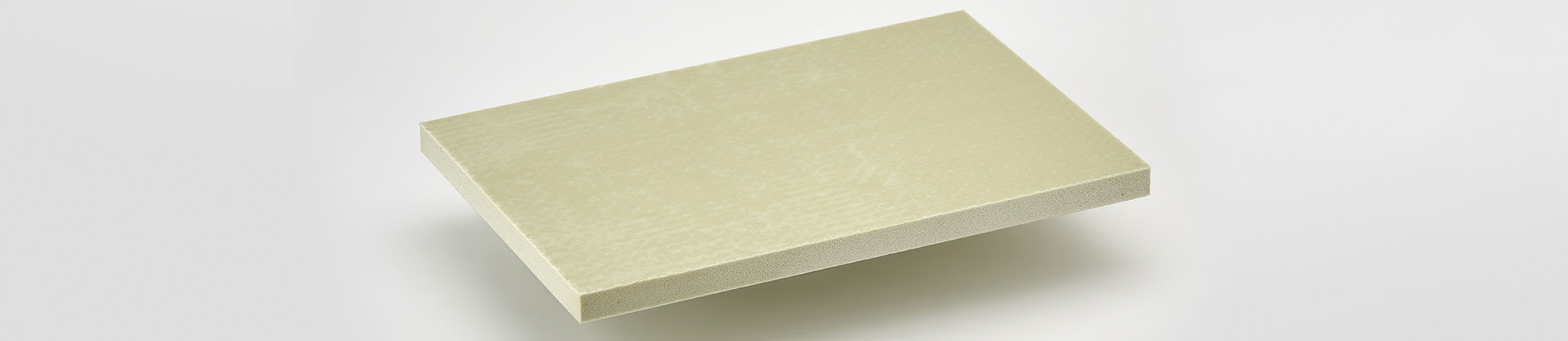 PVC-STEP is a lightweight sandwich panel with a core in polypropylene with glass fiber reinforced with epoxy resin.
